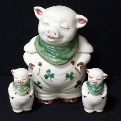 Shawnee Pig With Clover Cookie Jar And Salt And Pepper