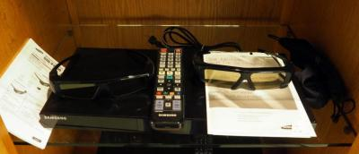 Samsung Blue Ray Disc player With 3d Capability Includes 3D Glasses, Remote And Users Manual