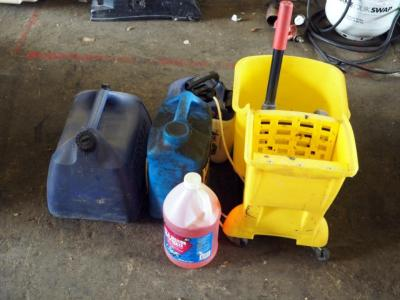 Rubbermaid Mop Bucket, Gott 5 Gallon Kerosene Container, Hydraulic Oil, AntiFreeze And More