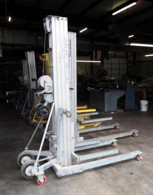 Genie Superlift Contractor Manual Lift — 18ft. Lift, 650-Lb. Capacity, Model # SLC-18