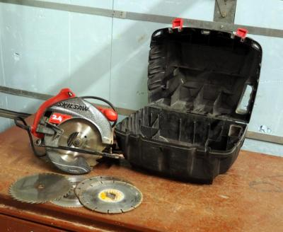 "7.25"" Electric Skilsaw Model #5500 Includes Extra Saw Blades and Carrying Case"
