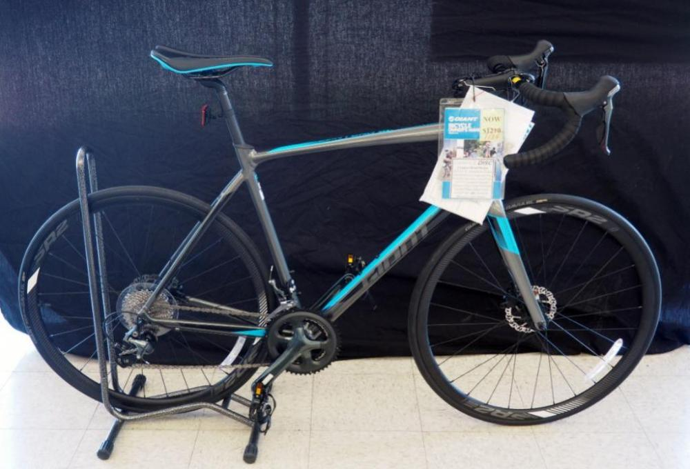 New Giant Large Men's Contend SL 2 Road Bicycle With Tiagra Drive