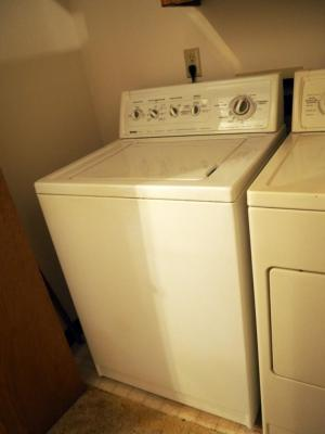 "Kenmore 90 Series Electric Washing Machine, Model #22922101, 43"" x 27"" x 26"", Powers On"