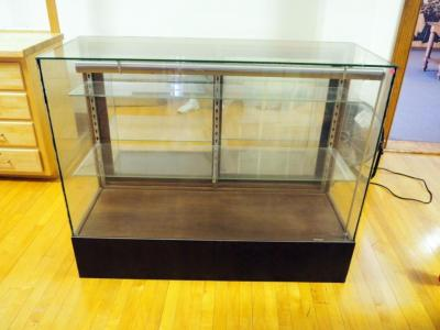 "Lighted Glass Display Case With 2 Adjustable Shelves, Sliding Mirrored Doors, 42"" X 52"" X 20"""