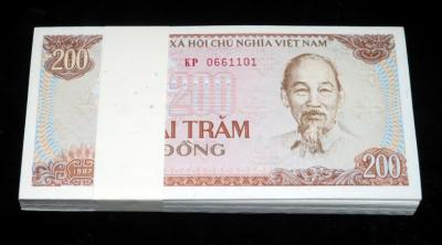 Uncirculated  200 Hai Tram Dong, Dated 1987, Vietnam Bank Notes,  Qty. 100