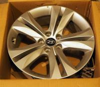 "Hyundai Staggered Wheels, 18"", Qty 4, Used, Hyundai Genesis Coupe 2010 Fender And Tail Light Cover, One Wheel Is Scratched"