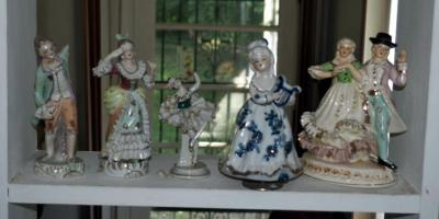 Hand Painted Victorian Porcelain Figurines Some Read Occupied Japan 1 Is Musical, 5 Total Pieces, Some Need Repair