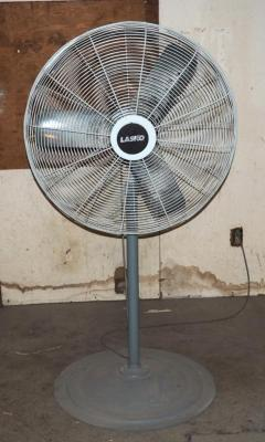 "34"" Oscillating Lasko Pedestal Shop Fan, Model #NSC-243, Powers Up, (D2)"