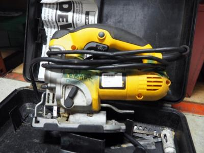 Dewalt Electric VS Orbital Jigsaw Model DW331, Includes Replacement Blades And Carrying Case