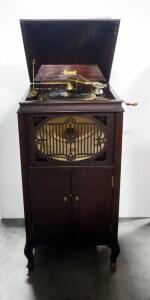 Brunswick Model 117 Phonograph Player, With Lower Record Storage And Needles, Working