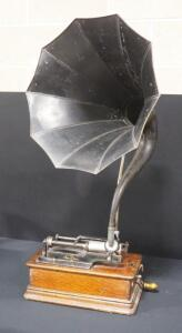 "Edison Home Phonograph Serial Number 370254, With Metal Thomas Edison Cygnet No.10 Horn, 18"" Dia"