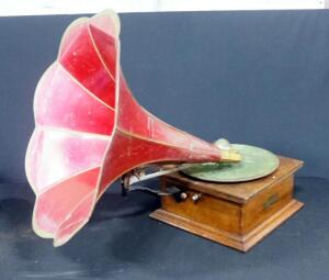 "Standard Talking Machine Co Style X Phonograph Player With Un-Marked Metal Flower Horn, 17.5"" Dia"