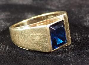 10k Gold Ring Size 9-3/4, With Blue Stone, 6.2g