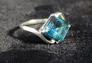10k White Gold Ring, Size 5-1/2, With Aqua Stone, 1.7g Total Weight