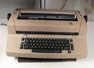 IBM Selectric II Electric Typewriter, Powers On