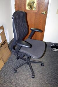 "Herman Miller Fully Adjustable Rolling Desk Chair, Model CJ123AAFC, 29.5"" W x 15.5"" D x 43.5"" H; And 6' x 5' Chair Mat"