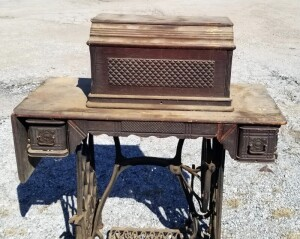 1890 Oak Treadle Sewing Machine Table, With Antique Singer Sewing Machine