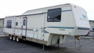 1995 King of the Road 5th Wheel Travel Trailer Camper VIN# 1DRKF3632SB050526, Living Room Slide Out, Oven, Microwave, Awning SEE DESCRIPTION, SEE VIDEO