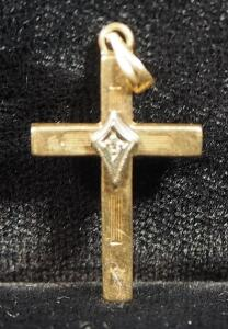 "14k Gold Cross Pendant, 1"" Long, 0.65g"