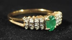 14k Gold Ring With Green And Clear Stones, Size 7, 2.65g Including Stones