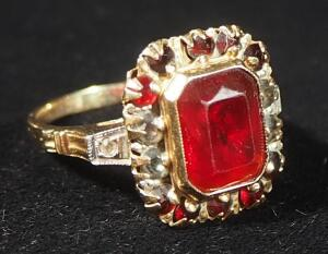 10k Gold Ring With Red Stones, Size 7-1/4, 3.14g Including Stones