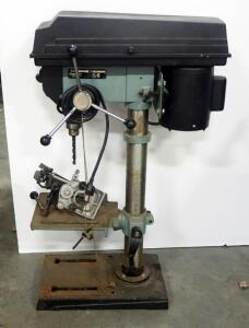 "Delta 12"" Drill Press Model 11-990, Powers On, Switch May Need Repair To Turn Off"