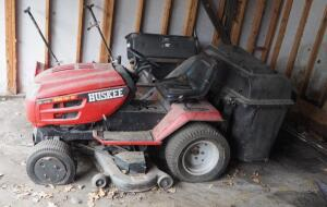 Huskee Riding Lawn Mower, 46 Inch Deck With Bagger, 21 HP Briggs And Stratton V-Twin Motor, Needs Minor Repair