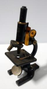 Spencer Microscope No. 118546, Made For Chicago Lens And Instrument Co, With Brass Adjustment Knobs