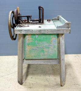 Antique Ford Motor Co Hand-Cranked Washing Machine, No. 0959232