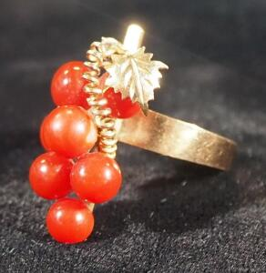 Gold Ring Marked 18k With Red Stones In Berry Setting, Size 8, 4.10 g Total Weight Including Stones