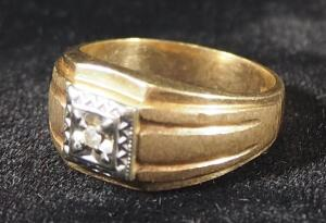 Gold Ring Marked 10k/P, Size 8-3/4, 6.92 g Total Weight