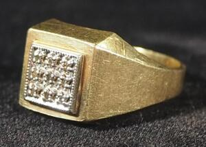 Gold Ring Marked 10kTP, Size 9-3/4, 5.58 g Total Weight