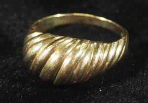 Gold Ring Marked 10k, Size 8, 2.95 g Total Weight