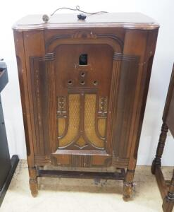 Antique Philco Radio, Unknown Working Condition