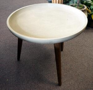 "Peg Leg Accent Table With Concave Top, 18.5"" x 24"" Round"