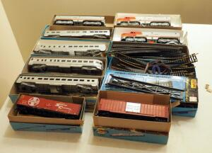 Athearn Miniature HO Santa Fe Train Cars Qty 7 And 2 Engines, With Track