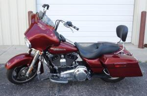 2010 Harley-Davidson FLHX Street Glide Veteran Parade Escort Motorcycle, V2, 1584cc, 20,675 Miles, Batwing Fairing With Stereo, VIN# 1HD1KB41XAB643330, SEE VIDEO