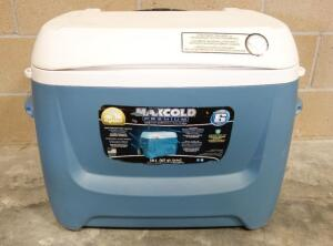 Igloo MaxCold Premium 62 qt Cooler On Wheels With Collapsible Handle