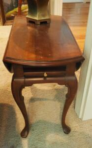 "Solid Wood Drop Leaf End Table With Pull Out Tray and Cabriolet Legs, 22"" x 29"" x 27"", Contents Not Included"