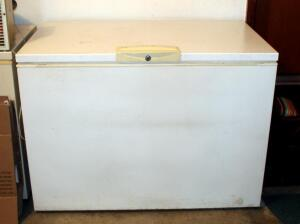 "Kenmore 15 Chest Freezer With 3 Wire Storage Baskets, 35"" x 48"" x 29"", Plugged In And Working, Contents Not Included"