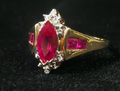 10k Gold Ring, Size 7-3/4, With Red Stones, 3 g Total Weight Including Stones