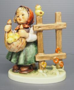 "M I Hummel ""Chicken-Licken"" Figurine No. 385, 5"" High, 1971 Engraving Year, Last Bee Mark"