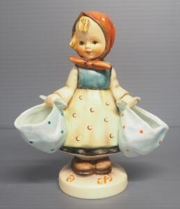 "M I Hummel ""Mother's Darling"" Figurine No. 175, 5.5"" High"