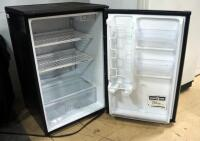 Sanyo Mini-Fridge Model SR-4910M, 4-8/9 Cu Ft, Powers On - 3
