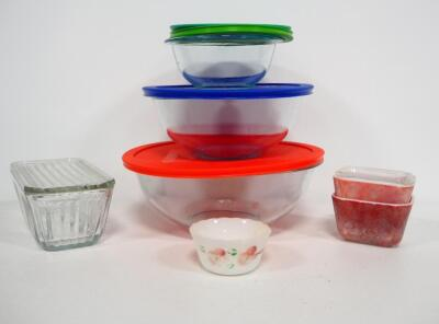 Kitchen Glass And Cookware, Includes Fire King 6 oz. Dish, Pyrex Nesting Bowls, (4, 2.5 And 2 qt), All With Lids, And Baking Dishes, Total Qty 7