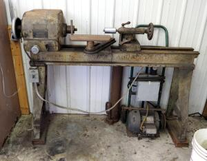 "Oliver Machinery Company Metal Lathe, 3 Phase Converted, Serial Number 105260, Powers On, Unknown Working Order, 48"" Tall x 67"" x 20"""