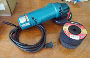 Makita Electric 4 Inch Disc Grinder Model N9514B, Includes Additional Grinding Wheels Qty 11