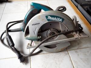 "Makita 7.25"" Electric Circular Saw, Model 5007MG"