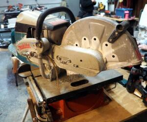 Makita Gas Powered Concrete Wet/Dry Saw, Model DPC-7311