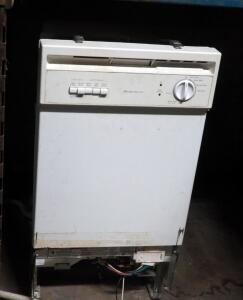 "Frigidaire Electric Apartment Size Dishwasher, Model FDR252RBS1, 33.5"" X 18"" x 24"""